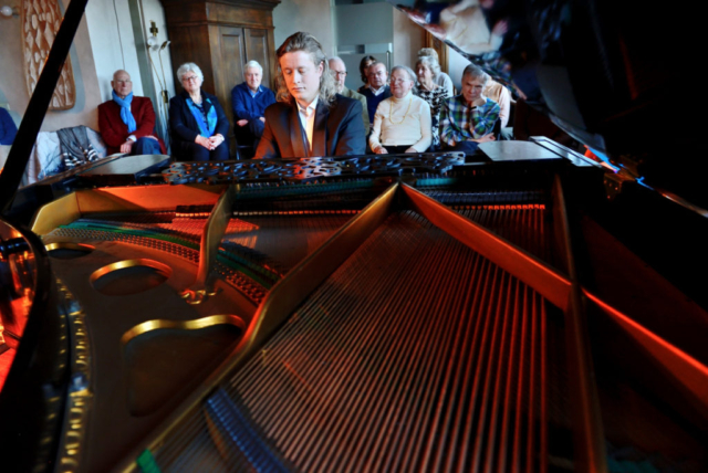 Pianist Thomas Alexander huiskamer concert