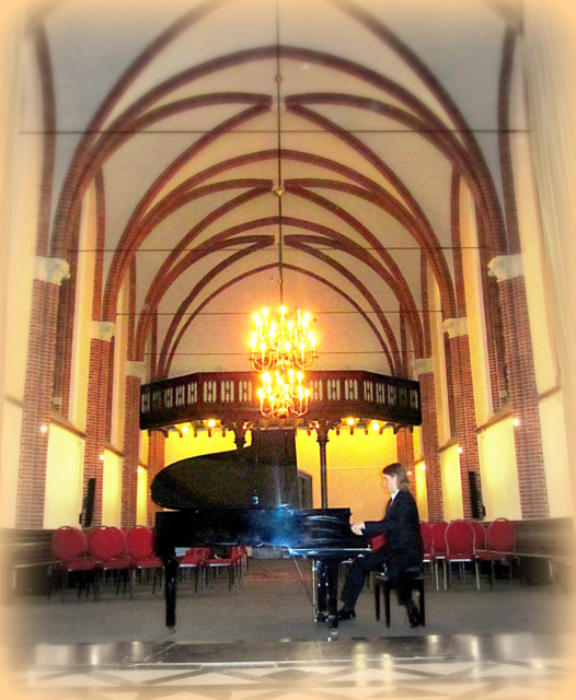 Pianist Thomas Alexander in concert
